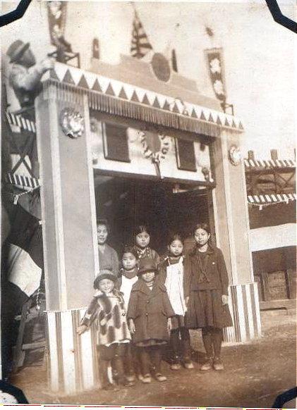 父の子供の頃の写真 一番左が父です