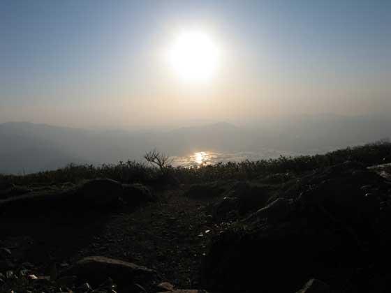 山頂で見る太陽