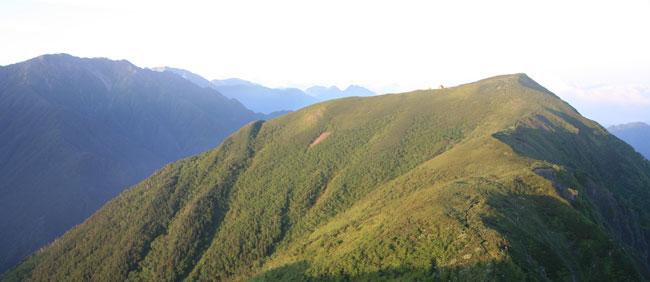 小河内岳とバックの山