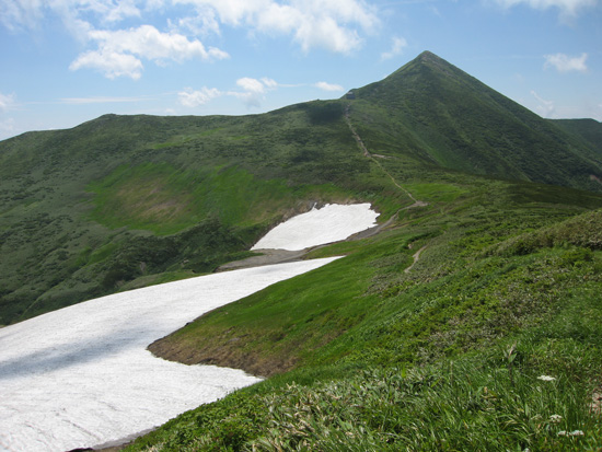 雪渓と大朝日岳