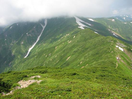 西朝日岳への道