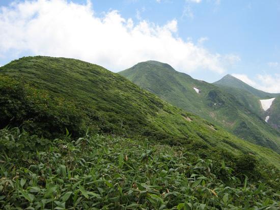 中岳と大朝日岳