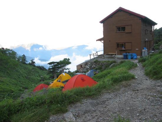 小屋とテント場