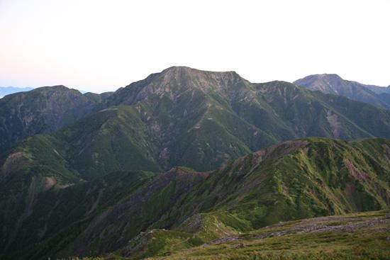 日の出前の聖岳