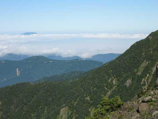 遠くに恵那山