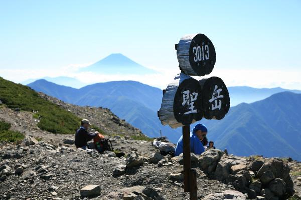 富士山と標識