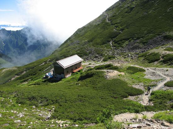 小屋の上から