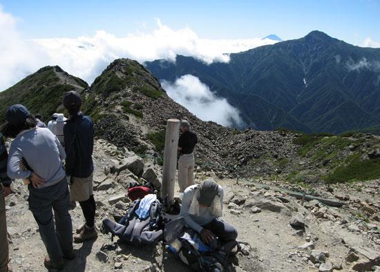 山頂の登山者たち