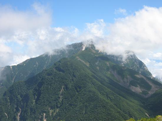 雲に隠れる甲斐駒ヶ岳