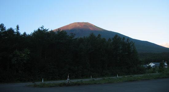 駐車場から見た岩手山