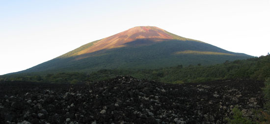 朝日を浴びた岩手山