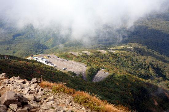 山頂から見る駐車場