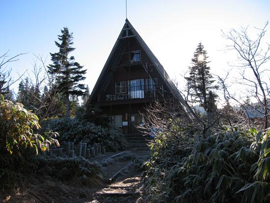 小屋の正面
