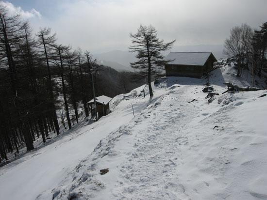 小屋とトイレ