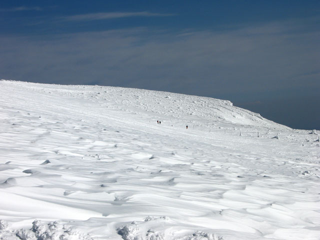 刈田岳へ向かう人たち