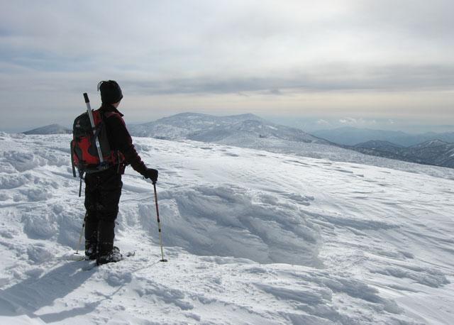 刈田岳方向を見つめる