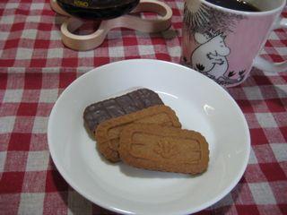 チョコカラメルビスケットとコーヒー