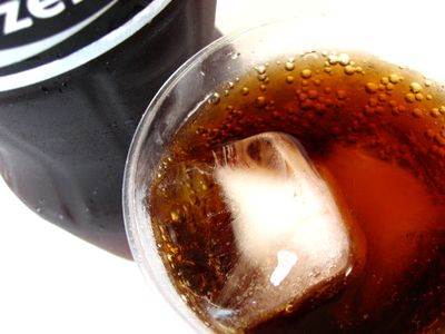 コカコーラ--ZERO。