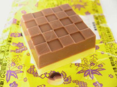 チロルチョコ--黒糖プリン。