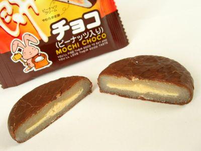 やおきん--餅チョコ(ピーナッツ入り)。