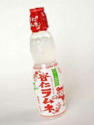 木村飲料--杏仁ラムネ。