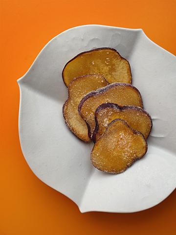 サツマイモの薄焼き(上)