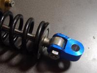 10mm→14.8mmに拡張されたボルト穴。