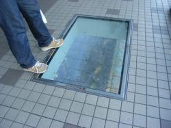 渦の道の床窓