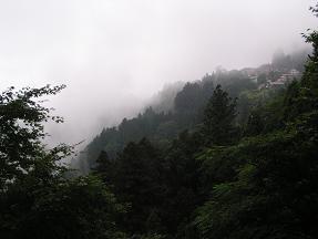 御嶽神社への道