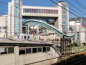新今宮駅から見たジェットコースター