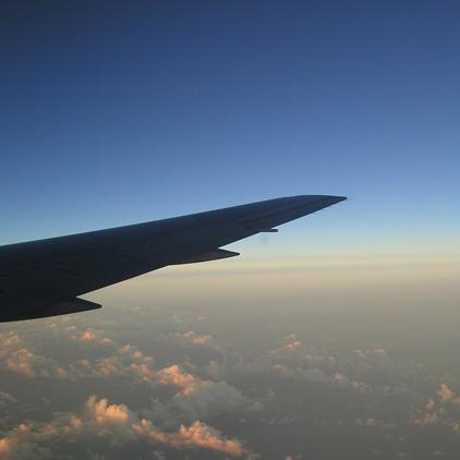 飛行機の窓からの写真
