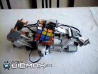 ルービックキューブを解くロボット