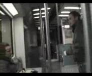地下鉄でイキナリ女性に蹴りを入れたら・・・・アレ?