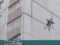 ビルから飛び降りても死なない不死身の男