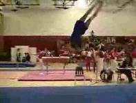 体操選手が脳震盪を起こす瞬間映像