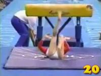 オリンピック体操の痛いけどおもしろいシーンTOP20