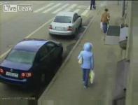 監視カメラが捉えたロシア地下爆発の瞬間映像