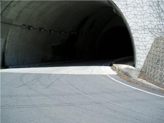 トンネルコーナー