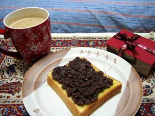 手作り餡の小倉トースト & お土産チョコ
