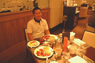 ホテルで朝のブッフェ その1