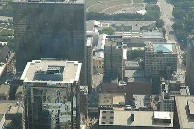 シアーズタワーより 中央がシカゴ美術館