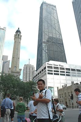 左がウォータータワー