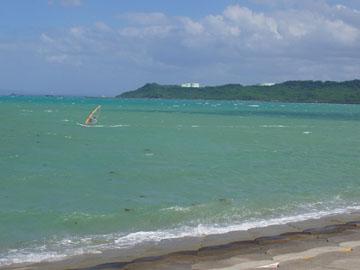 海中道路から見える海