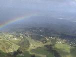 着陸前の機内から見えた虹
