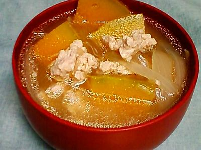 かぼちゃと玉ねぎ・鶏ひき肉の味噌汁