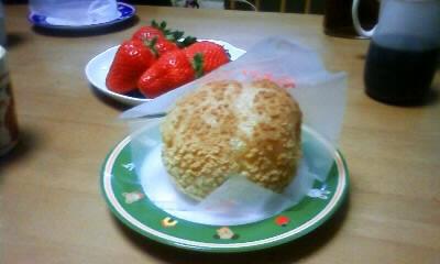 桃のシュークリーム!