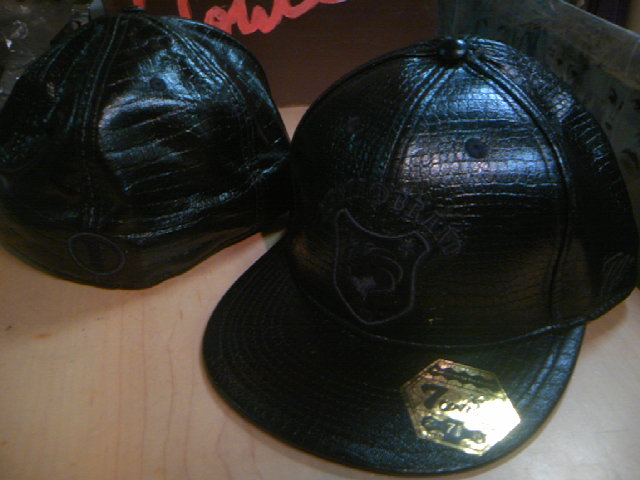 Nesta Lion Leather Cap 3-4
