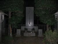 東郷平八郎の墓 夜
