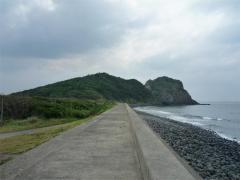 防波堤から芥屋の大門を見る