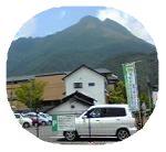 由布岳とホテル